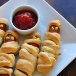 Do you need a fun dinner for the kids this Halloween? These Halloweenies (Crescent Mummy Dogs} are not only adorable, but easy and delicious too.