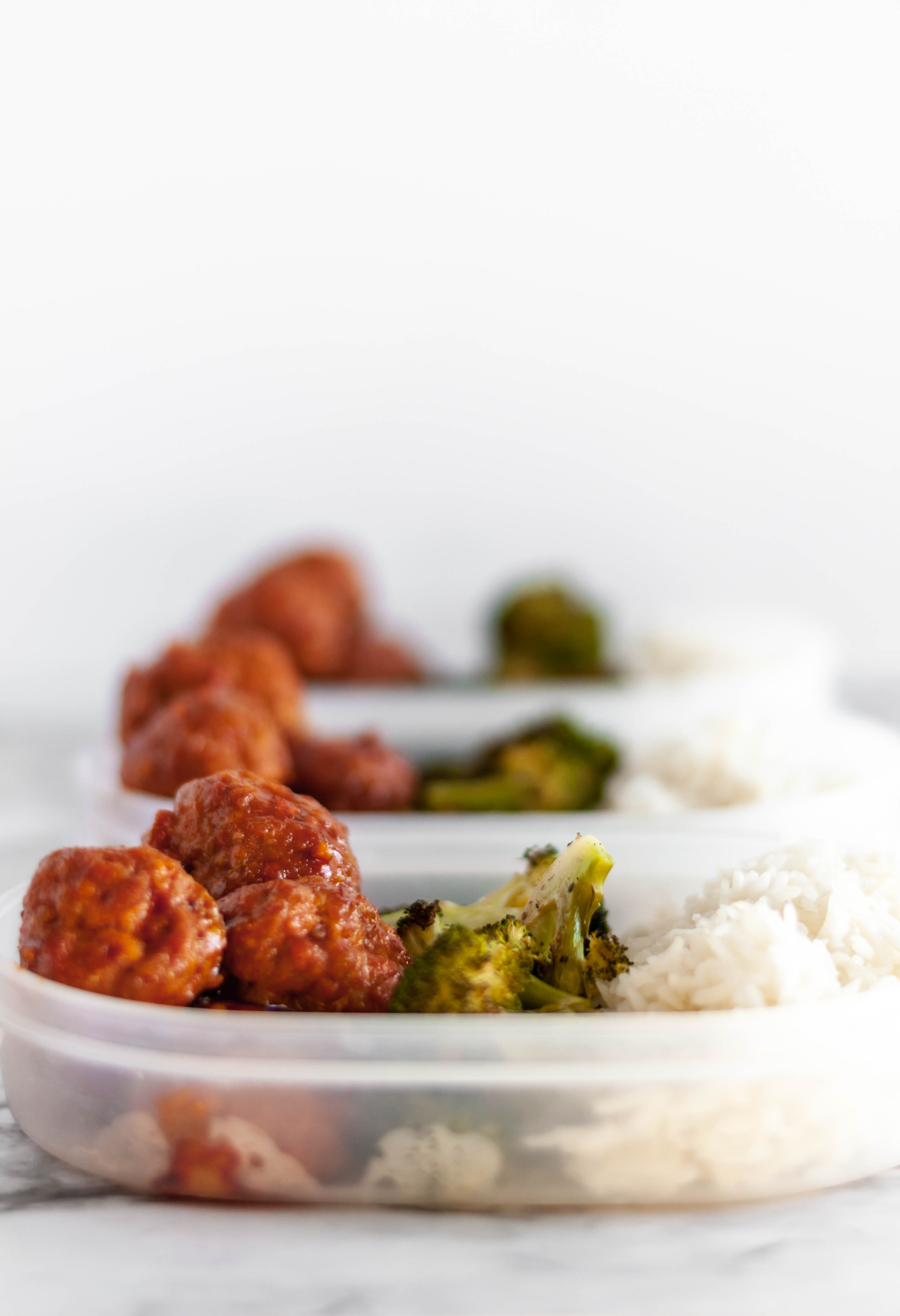 Korean Meatball Meal Prep is a spicy, flavorful way to eat through the week. Makes 5 hearty servings that are so filling and delicious.